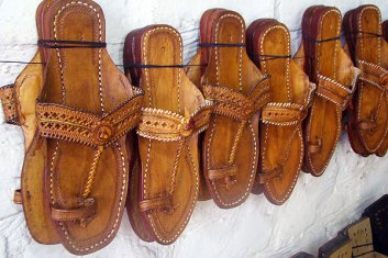 kolhapuri-chappals-leather