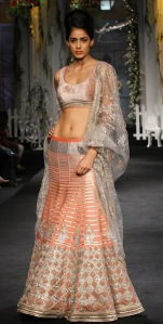 shantanu-and-nikhil_aamby-valley-fashion-week-2012_indian-fashion-trends_scarlet-bindi004